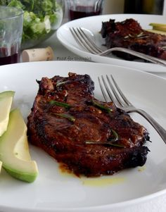 Food for thought: Χοιρινές μπριζόλες μαριναρισμένες με δενδρολίβανο, μουστάρδα και μπαλσάμικο Steak, Pork, Sweets, Recipes, Kale Stir Fry, Gummi Candy, Candy, Steaks