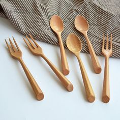 Wooden Spoon Carving, Wooden Fork, Wood Spoon, Bamboo Crafts, Wooden Crafts, Madeira Natural, Wooden Spatula, Into The Woods, Kitchen Utensils