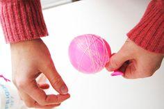 Göra egen bollslinga av ballonger, silkessnöre och vävlim