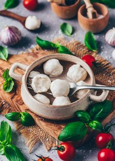 How to make homemade easy vegan mini mozzarella cheese balls with just - A simple step-by-step recipe - It's soft, creamy, melty, dairy-free! Home Made Mozzarella Cheese, Mini Mozzarella Balls, Paleo Vegan, Vegan Recipes, Vegan Food, Vegan Meals, Food Food, Vegetarian, Best Vegan Cheese