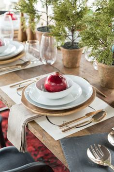 Win a table of holiday decor on The House That Lars Built. #DesignandDine
