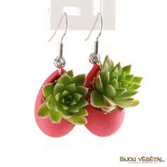 Boucles d'oreille goutte fuchsia avec plantes - bijou créateur, bijoux fait main, bijoux créateur, bijou fait main, bijou femme, bijoux femme, bijou vegetal, bijou végétal, bijoux végétaux, bijoux vegetaux