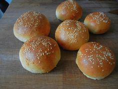 My Mother's Apron Strings: Wholesome Rolls with Kamut & February's Apron Winner Whole Wheat Burger Bun Recipe, Hamburger Menu, Goat Cheese Stuffed Chicken, Perfect Bun, Homemade Hamburgers, Burger Buns, Healthy Eating Tips, Rolls Recipe, Baking Recipes