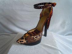 Ring Display - Brown Shoe - $25.00