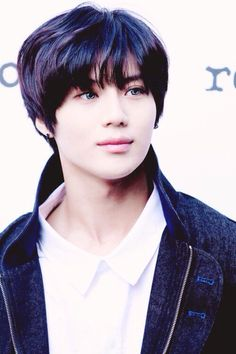 Taemin 태민 from SHINee 샤이니 Weird is he wearing contacts?? Still beautiful to me