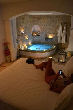 Romantic bedroom with jacuzzi. Romantic bedroom with jacuzzi Romantic bedroom with jacuzzi Dream Bathrooms, Dream Rooms, Romantic Bathrooms, Dream Bedroom, Fancy Bedroom, Mansion Bedroom, Bedroom Brown, Pretty Bedroom, Luxury Bathrooms