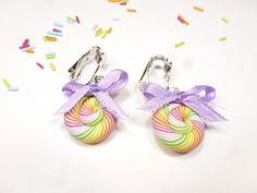 sucre d'orge en fimo multicolore boucles d'oreilles clips enfant sucette lollipop pâte polymère : Boucles d'oreille par kintcreations