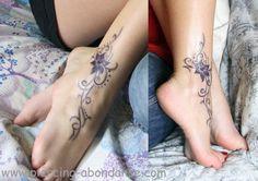 Tatouage fleur violette sur la cheville - tattoo pied