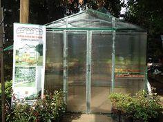 Invernaderos domiciliarios Kids Fashion, Growing Vegetables, Growing Plants, Green Houses, Gardens, Pvc Greenhouse, Raw Materials, Vivarium