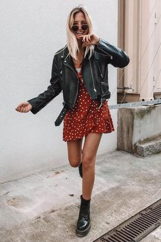 Spring outfit Leather jacket Dress Red dress Dr Martens Black boots Sunglasses Blonde girl Inspiration More on Fashionchick Source by sophieelkus dress outfits black girl Mode Outfits, Trendy Outfits, Fashion Outfits, Dress Fashion, Cool Girl Outfits, Fashion Ideas, Kids Fashion, Girly Outfits, Ibiza Outfits
