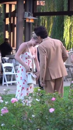 Cole and Lili at Duan Mackenzie's Wedding ❤ - Today Pin Riverdale Fashion, Bughead Riverdale, Riverdale Funny, Riverdale Memes, Album Design, Riverdale Wallpaper Iphone, Riverdale Betty And Jughead, Lili Reinhart And Cole Sprouse, Cole M Sprouse