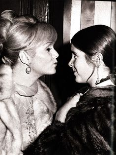 Awesome People Hanging Out Together: Debbie Reynolds and Carrie Fisher-- some mamma daughter lovin' :)