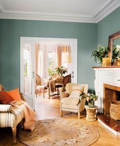 salon pintado de verde agua con muebles en beige_ACUARIO-00451974