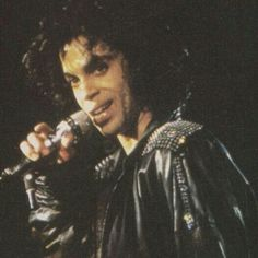 Celebrating the life, legacy, achievements and artistry of Prince Rogers Nelson. Quality rare photos and more. Sexy Curls, The Artist Prince, Pictures Of Prince, Paisley Park, King Of Music, Dearly Beloved, Roger Nelson, Prince Rogers Nelson, My Prince