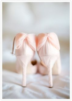soft pink heels with bows//