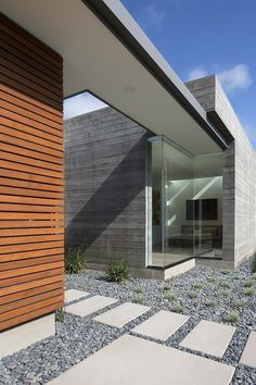 Modern single-storey residence designed by Curt Cline located in Californian city of Los Altos.