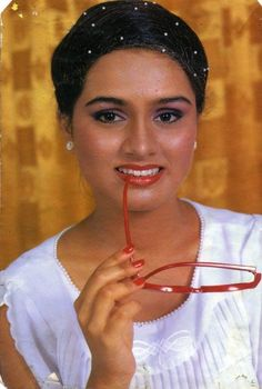 Padmini Kolhapure, Bollywood Stars, Indian Outfits, Hoop Earrings, Beauty, Fashion, Indian Clothes, Moda, Fashion Styles