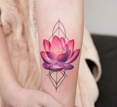 Geometric shapes on the skin - more than 60 ideas for a unique geometric tattoo %%page%% - Architecture E-zine Lotusblume Tattoo, Tattoo Motive, Body Art Tattoos, New Tattoos, Hand Tattoos, Ganesha Tattoo, Tatoos, Lotus Tattoo Design, Tattoo Designs