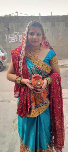 Indian Natural Beauty, Indian Beauty Saree, Beauty Full Girl, Beauty Women, Plus Size Womens Clothing, Clothes For Women, Aunty Desi Hot, Rajasthani Dress, Beautiful Housewife
