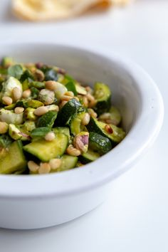 Zucchini, mozzarella and pistachio salad - Delicacies - This cold zucchini salad recipe is perfect for summer! The zucchini is steamed and then garnished w - Zucchini Mozzarella, Mozzarella Salat, Vegetarian Appetizers, Vegetarian Recipes, Healthy Recipes, Cuisine Diverse, High Protein Recipes, Protein List, No Dairy Recipes