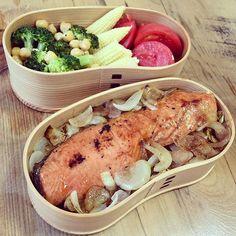 今日の曲げわっぱ弁当♡ ◯鮭の西京焼き ◯玉ねぎのグリル ◯ブロッコリーとひよこ豆のマリネ ◯フレッシュヤングコーン ◯とまと  沖縄から帰ってきてから初の手作り(❁´ω`❁) あーやっぱ 料理楽しいし、 自分のごはんが1番美味しい。  今日のランチも楽しみだなʕ•̀ω•́ʔ✧  #曲げわっぱ #手作り #ランチ #弁当 #美味しい #happy #yokomummy #yummy #yum #smile #happy #lunchbox #lunch #morning