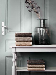 Pelé high-low pile combined with double-face design Soft Towels, Guest Towels, Earthy Color Palette, Towel Wrap, Hand Towel Sets, Best Bath, Bath Sheets, Face Design, Bath Linens