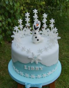Olaf birthday cake for marks neice Bolo Frozen, Disney Frozen Cake, Frozen Theme Cake, Olaf Birthday Cake, Frozen Birthday Party, Disney Themed Cakes, Disney Cakes, Fondant Cakes, Cupcake Cakes