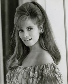 Net Image: Raquel Welch: Raquel Welch Photo ID: . Picture of Raquel Welch - Latest Raquel Welch Photo. Rachel Welch, Hollywood Glamour, Hollywood Stars, Classic Hollywood, Hollywood Icons, Vintage Hollywood, Hollywood Actresses, Beautiful Celebrities, Beautiful Actresses