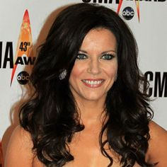 Martina McBride--Waking Up Laughing Tour Long Layered Haircuts, Cool Haircuts, Cool Hairstyles, Long Hair Cuts, Long Hair Styles, Martina Mcbride, Flawless Face, I Love Makeup, Celebrity Hairstyles