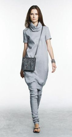 Silver grey outfit by Belgian fashion designer Sarah Pacini. Leggins, short sleeved swetear dress with a dark grey beaded cross body bag