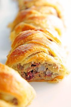 This Sausage Apple Puff Pastry Braid Recipe is easier than it looks, and is perfect for an appetizer, brunch, lunch or dinner main dish. Breakfast Time, Breakfast Recipes, Almond Pastry, Puff Pastry Recipes, Pastries Recipes, Puff Recipe, Sauce, Food Dishes, Tapas
