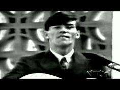 The Cowsills - The Rain, The Park and Other Things  1967 Video  stereo  SD  widescreen  #音楽 カウシルズは米国の兄弟6人と母親で構成されたバンド。兄弟が8~19歳だった1967年に「雨に消えた初恋」が全米2位になり、他国でもヒット。当時の米西海岸の文化であるフラワー・ムーブメントを代表する曲で、ハーモニーが美しい。  https://twitter.com/ogugeo/status/323794150732492801