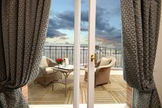 Balcony/Terrace at 5 star hotel: Pont Royal. This hotel's address is: 7 Rue de Montalembert Tour Eiffel - Invalides Paris and have 75 rooms Paris Nice, Saint Germain, Monuments, Pont Royal, Paris Hotels, Smoking Room, Tour Eiffel, 5 Star Hotels, Front Desk