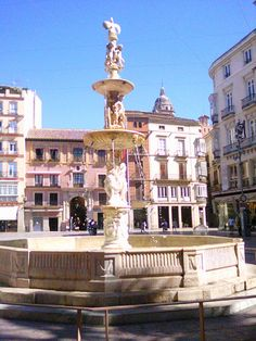 Fountain in Constitution Sqaure, Malaga, Spain. Our tips for things to do in Malaga: http://www.europealacarte.co.uk/blog/2010/08/22/malaga-travel-tips-best-things-to-do-in-malaga/