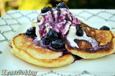Lea's Cooking: Farmers Cheese Pancakes with Blueberry Sauce {Сырники} Cheese Pancakes, Ricotta Pancakes, Waffles, Farmers Cheese, Blueberry French Toast, Blueberry Sauce, Leg Day, Before Wedding, Gastronomia