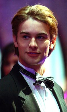 A Very Young Looking Chace Crawford As Nate Archibald, 2006