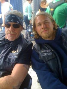 Sons of Anarchy - Ron Perlman and Charlie Hunnam
