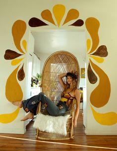 The Flowering of the Hippie Movement photos) Hippie Movement, Cool Chairs, Swing Chairs, Swinging Chair, Craft, Retro Fashion, Vintage Fashion, Women's Fashion, Latex