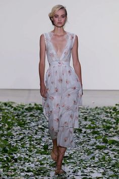Brock Collection S/S 2018 RTW: Florals usually aren't my go-to when planning an outfit, but Brock Collection does the print so well that I can't resist! The waist is perfectly nipped in, and the plunging neckline is made less harsh by lining it with lace. It is free-flowing and romantic, and would be perfect for a spring date.