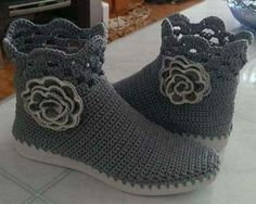 Crochet Boots, Slippers, Shoes, Fashion, Slipper, Tejidos, Booties Crochet, Moda, Zapatos