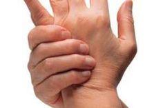 La Artritis es una enfermedad progresiva que hace referencia a deformaciones en las articulaciones con presencia de inflamaciones generadoras de un intenso dolor que afecta la vida cotidiana. Los remedios naturales son una buena opción como tratamiento de la Artritis para mitigar el dolor y frenar la degeneración de las articulaciones. SIGUE LEYENDO EN: http://alimentosparacurar.com/remedios-caseros/n/333/artritis-tratamiento-natural-con-jugo-de-papa.html