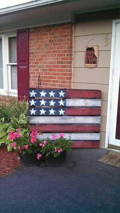 Use Pallet Wood Projects to Create Unique Home Decor Items Wooden Pallet Projects, Wooden Pallets, Diy Projects, Painted Pallets, Project Ideas, Woodworking Projects, Farm Projects, 1001 Pallets, Recycled Pallets