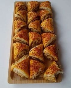 tv - nepisirsem Resources and Information. Pizza Pastry, Savory Pastry, Yummy Food, Tasty, Bread And Pastries, Arabic Food, Turkish Recipes, C'est Bon, Food Pictures