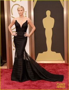 charlize theron stuns in dior on oscars 2014 red carpet 02 Charlize Theron is her usual stunning self on the red carpet at the 2014 Academy Awards held at the Dolby Theatre on Sunday (March 2) in Hollywood.    The 38-year-old…