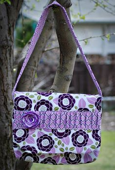 Yards and Yards Free Messenger Bag Tutorial