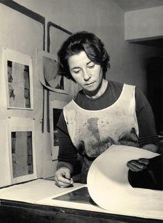 Fayga Perla Ostrower (Lodz, 14 de setembro de 1920 — Rio de Janeiro, 13 de setembro de 2001) foi uma artista plástica brasileira nascida na Polônia. Atuou como gravadora, pintora, desenhista, ilustradora, teórica da arte e professora