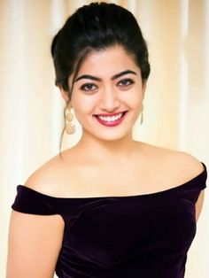 Indian Actress Hot Pics, Most Beautiful Indian Actress, Hot Actresses, Indian Actresses, Best Photo Background, Good Smile, Beauty Full Girl, Designer Sarees, Photo Backgrounds