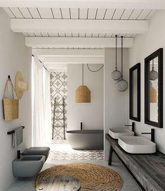 Bem iluminado e relaxante, este banheiro combinou elementos contemporâneos com toques rústicos e naturais, como o sisal, a madeira e a cerâmica. Adoramos as louças em cinza, destacando-se no ambiente e reforçando a atmosfera neutra do espaço.