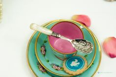 Unique Vintage English Silver Plated & Carved Mother of Pearl Jam / Sugar Spoon Stunning floral engraved design by FlyingSquirrelNest on Etsy Sugar Spoon, Pearl Jam, Cutlery, Unique Vintage, Silver Plate, Hand Carved, Carving, English, Pearls