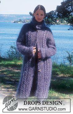 DROPS 66-10 - Lang DROPS jakke i «Vienna» og «Uld-Tweed» med snoninger og raglan aflukning.